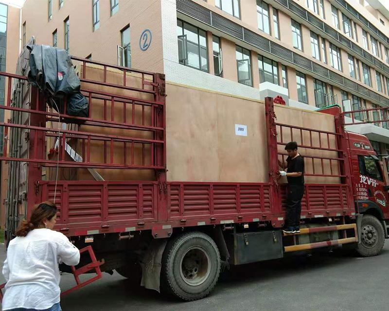 包装箱现场装车
