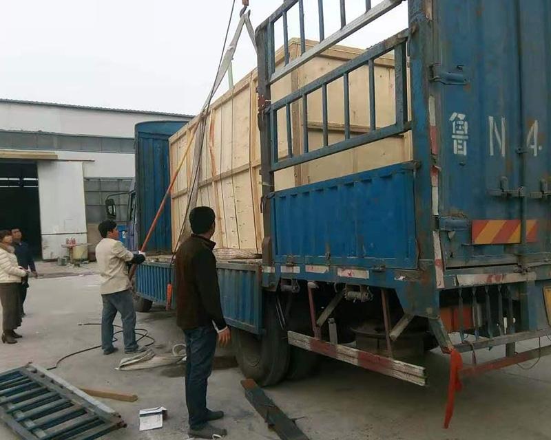 山东木包装箱装车现场